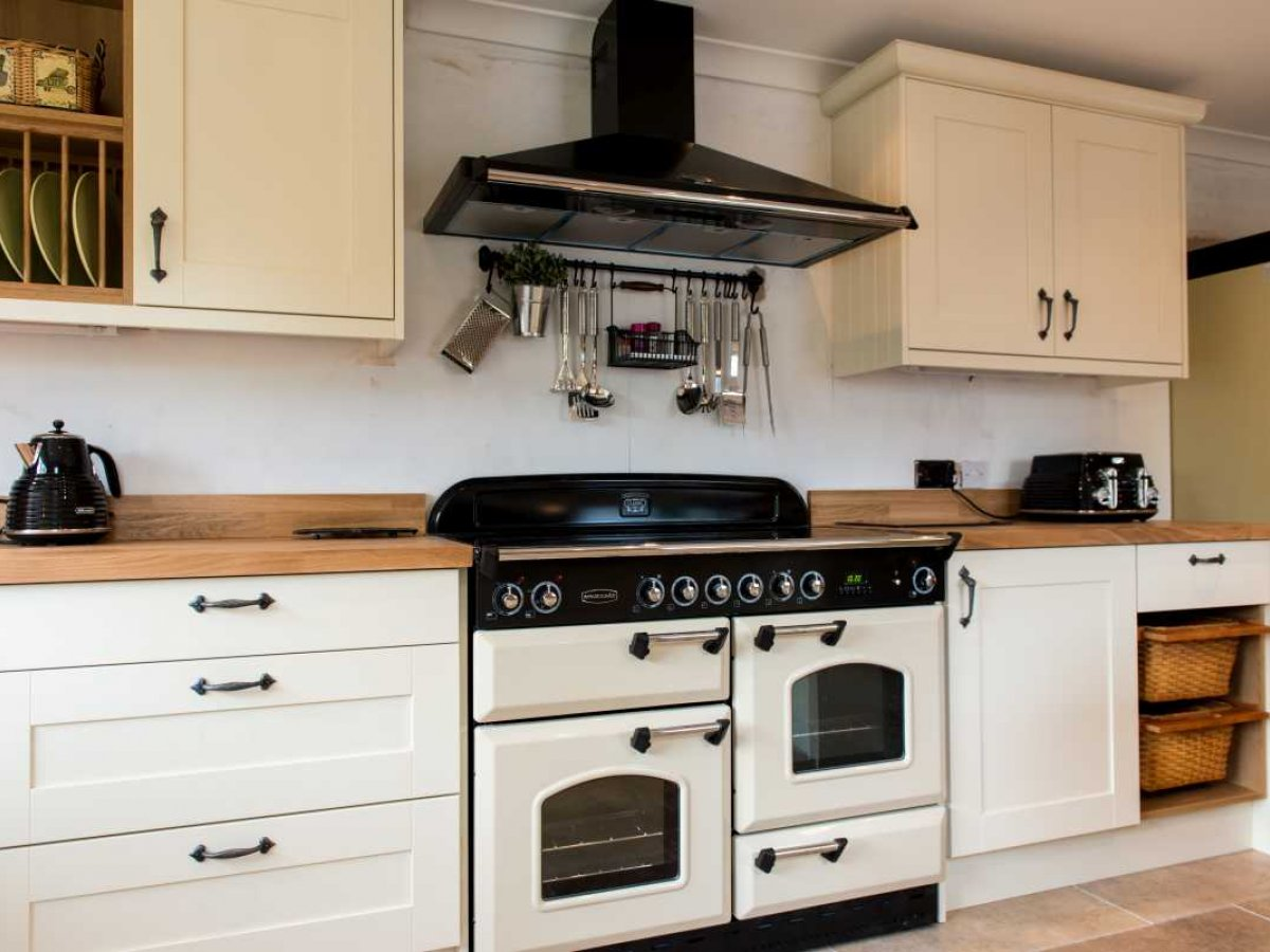 project 8 farmhouse style kitchen - cooker range