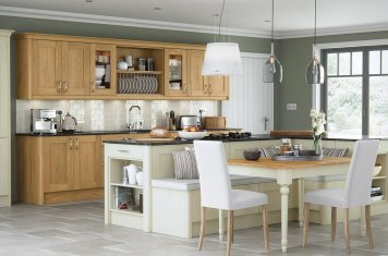 Contemporary oak and ivory painted shaker kitchen
